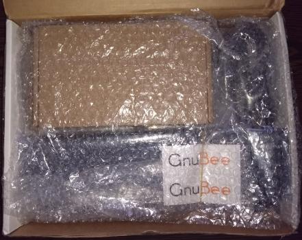So war die GnuBee 2 bei Ankunft verpackt